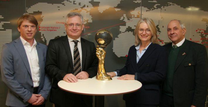 Dr. Simon Jabornig und Prof. Dr. Marco Rupprich auf der Energy Globe World Preisverleihung in Yazd (Iran)